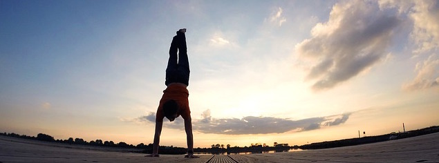 Handstand, Handstand Pushups, Freeletics One Hand Pushups, Frauen Hand Stand Pushups