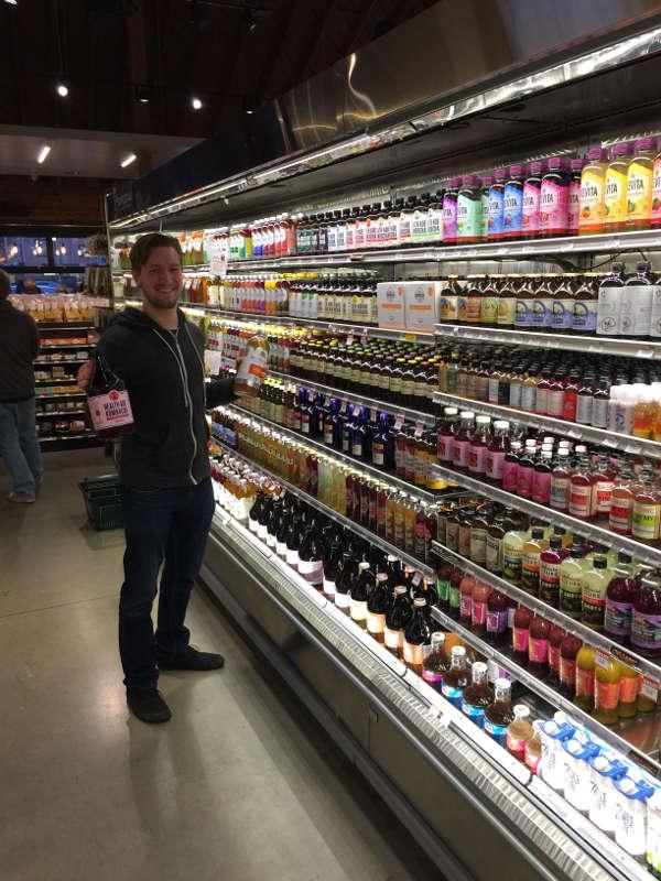 Kombucha im Regal von Whole Foods