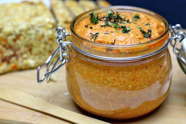 Vegan auf Reisen Veganer-Brotaufstrich-mit-Cashews-und-Paprika