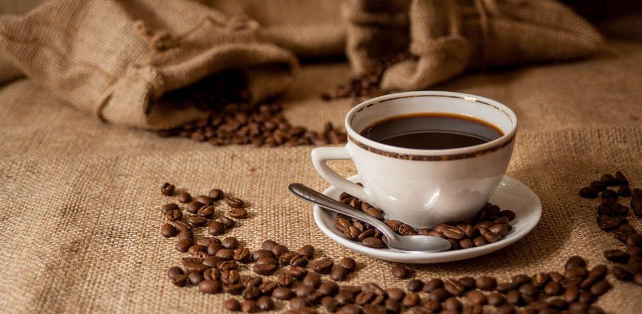Kaffee gesund - Kaffee Tasse Kaffeebohnen