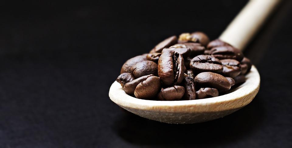 Kaffee gesund - Kaffeebohnen Löffel