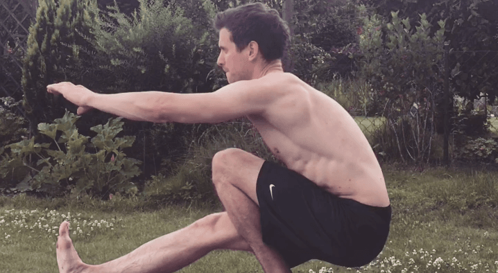 Nils-Kleefeld-freeletics-vegan-pistol-squat