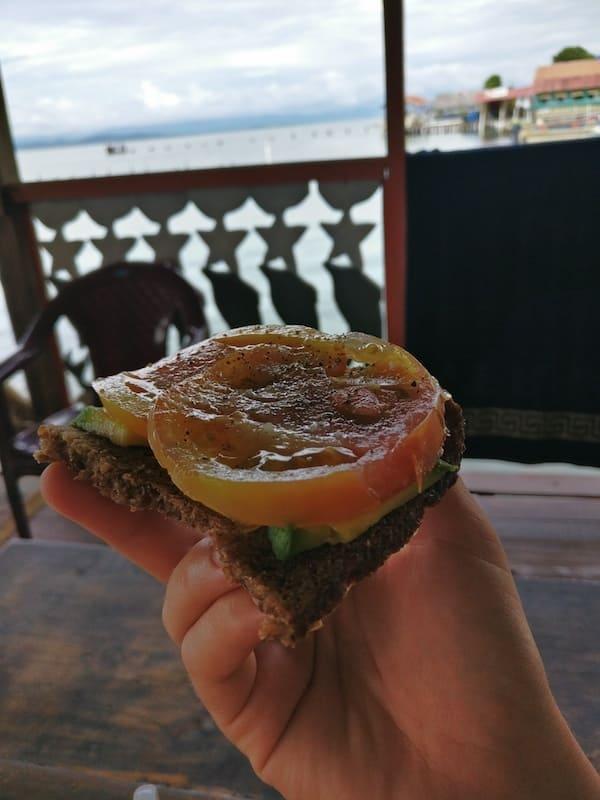 vegan-auf-reisen-brot-snack