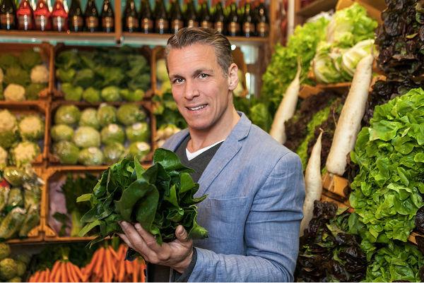 Gesund -Patric Heizmann mit Karotten