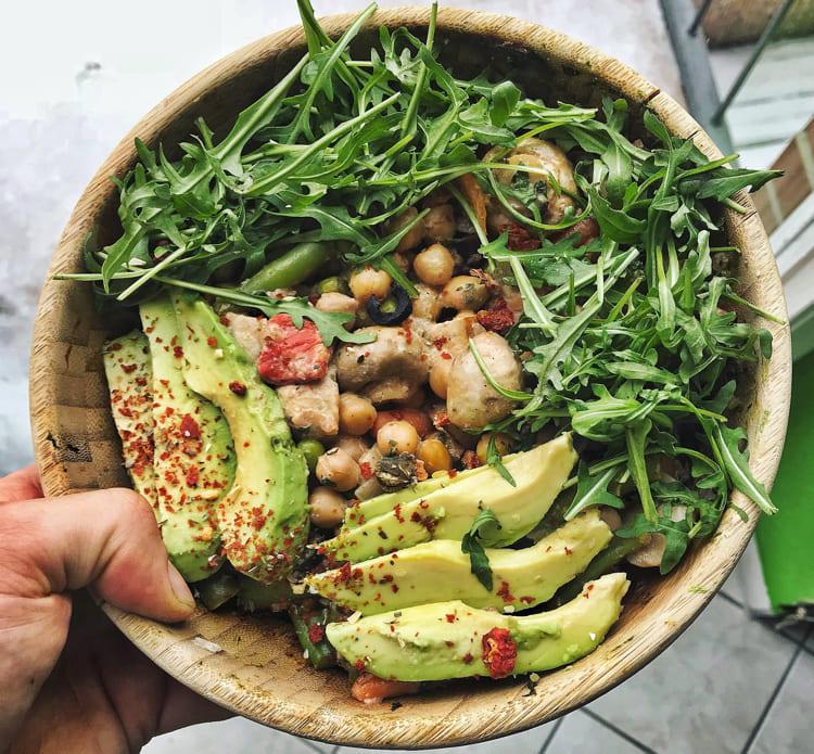 vegan-fitness-bowl-mit hülsenfrüchten