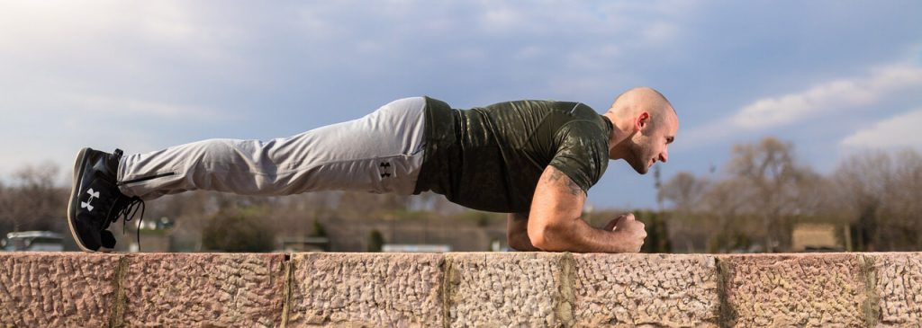 outdoor-workout-plank